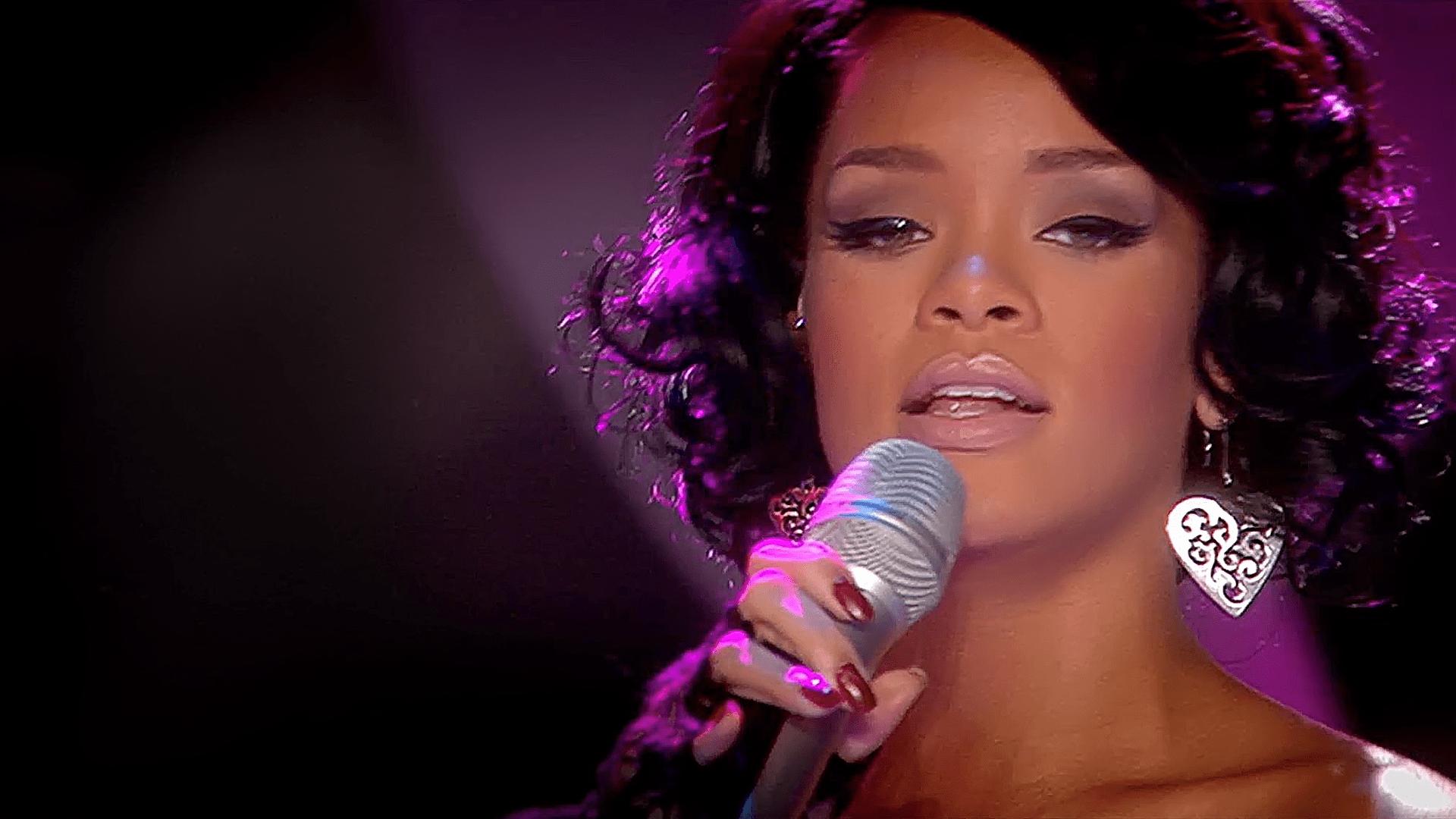 Rihanna At The World Music Awards