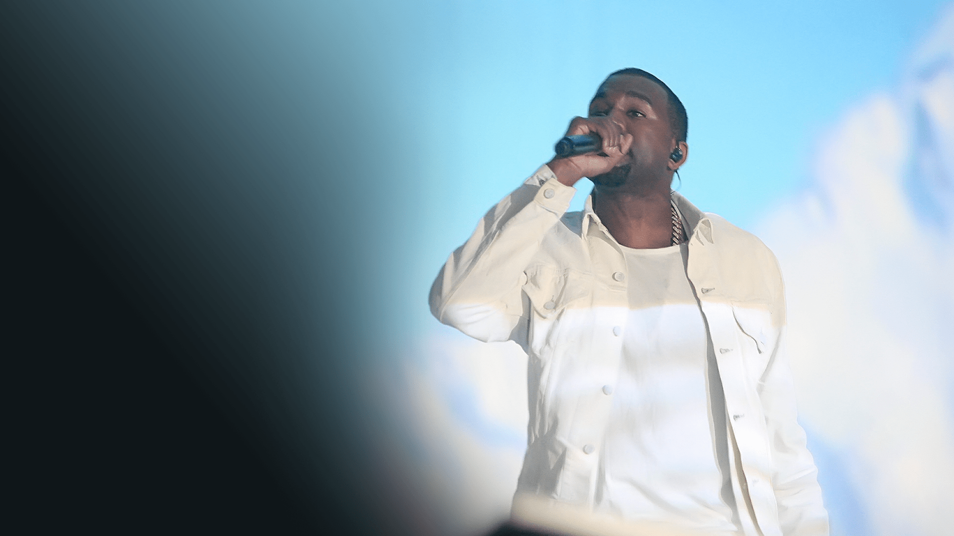 Kanye West Performs Jesus Walks at World Music Awards